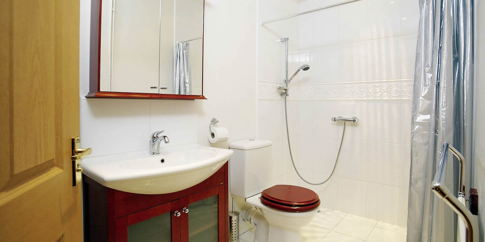 Luxury Ribble Valley holiday cottage shower room