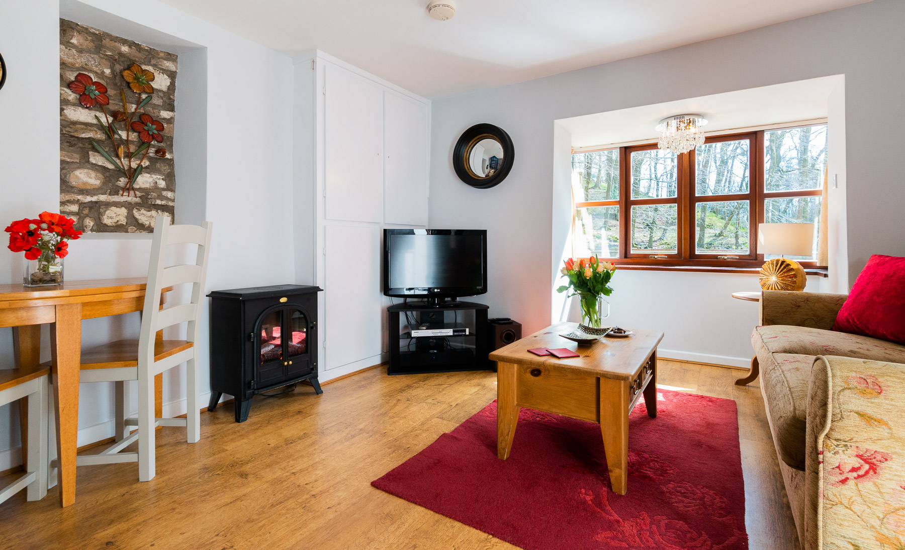 Courtyard Cottage Lounge. A pet friendly holiday cottage.